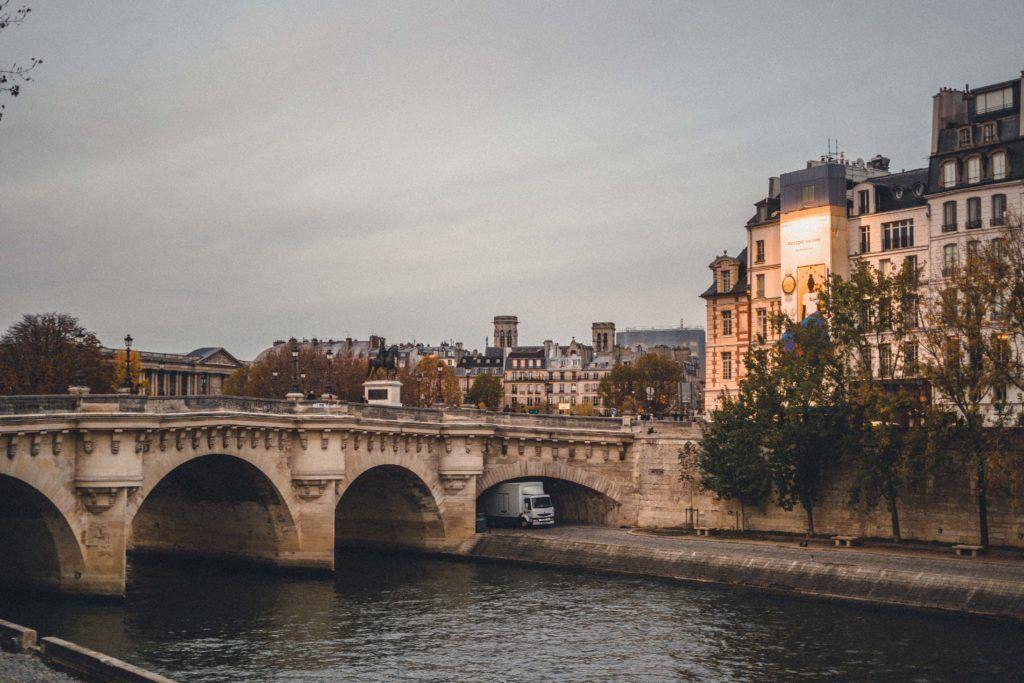 Pont Neuf, The Oldest Still Standing Bridge in Paris | solosophie