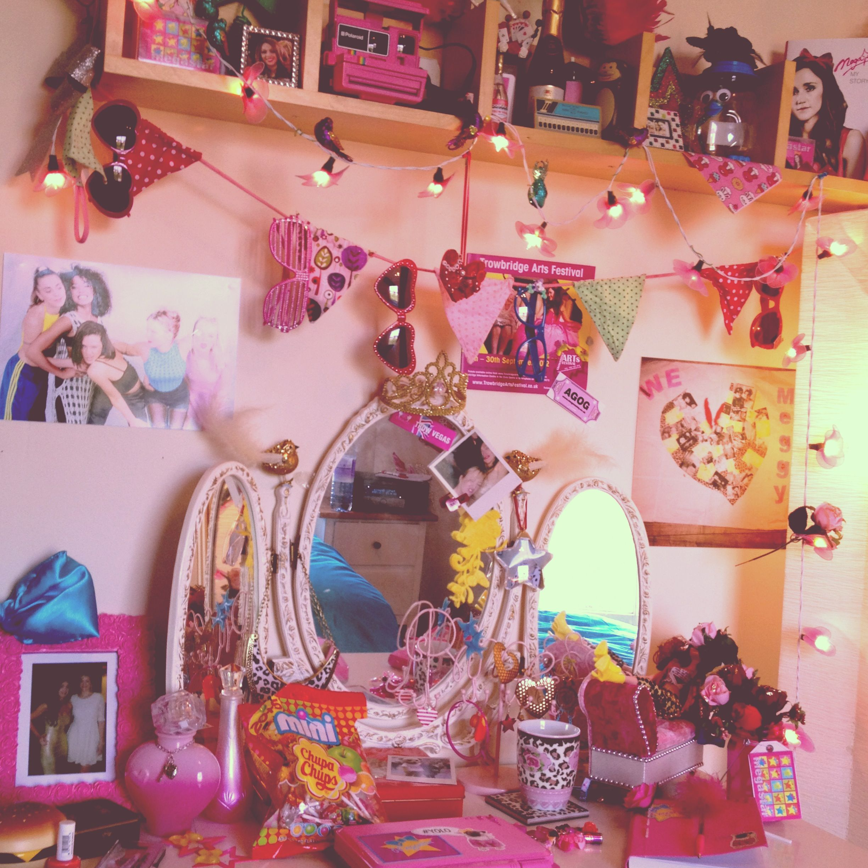 90s girl bedroom - Google Search | Aesthetic bedroom ...