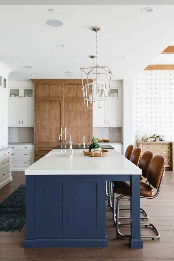 Beautifully Designed Modern Farmhouse Beach House In San Diego In 2020 Kitchen Remodel Farmhouse Style Kitchen Marble Top Kitchen Island