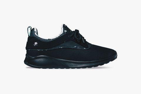I'm not a fan of skateboard brands. But this shoe looks good. DESILLUSION X GLOBE - ROAM LYTE SHOE #desillusion #globe #globefootwear #sneakers