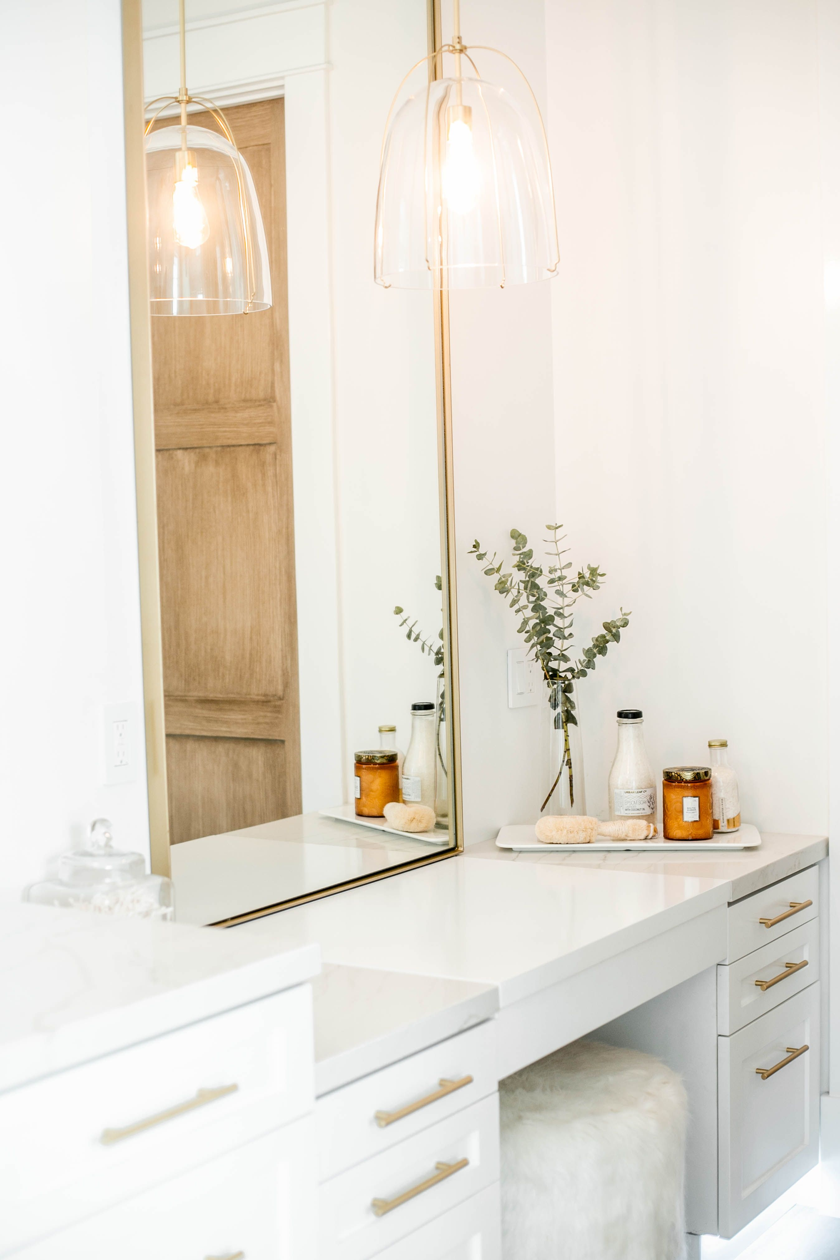 Modern White And Gold Makeup Vanity Bathroom Decor Design Styled Photographed By Bathroom Design Luxury White Bathroom Accessories Modern White Bathroom