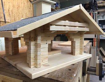 vogelhaus fly in vogelhaus futterhaus blockhaus holz arbeiten pinterest v gel haus und. Black Bedroom Furniture Sets. Home Design Ideas