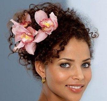 peinados para cabello rizado que bella mujer