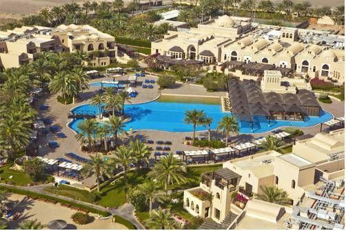 Miramar Al Aqah Beach Resort Fujairah Nestled Between The Foothills Of The Hajar Mountains And The Glistering Indian Ocean This 5 Beach Resorts Miramar Hotel
