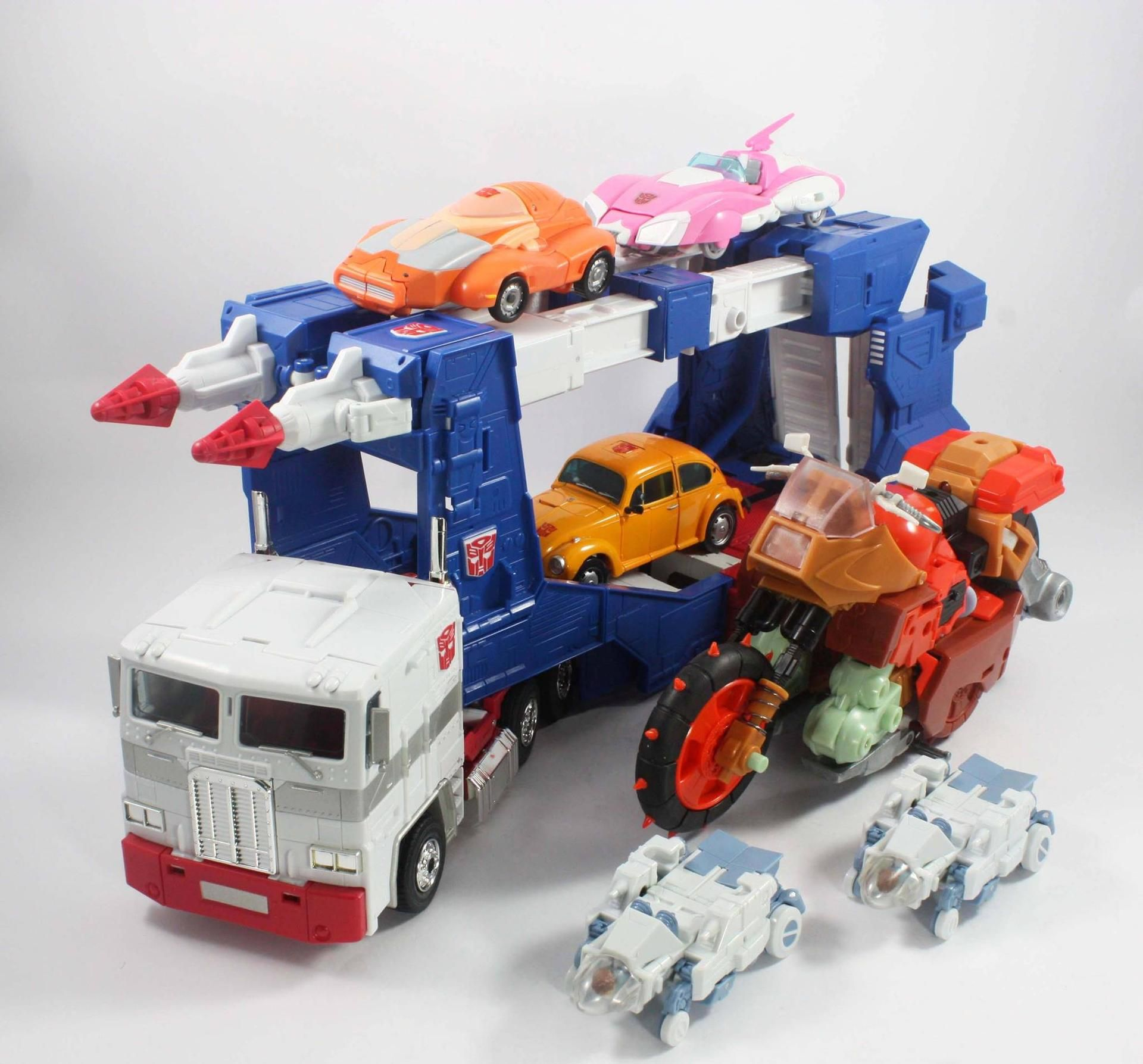 Keith's Fantasy Club Crash Hog and Dumpyard‬ Prototype Images - Transformer World 2005 - TFW2005.COM