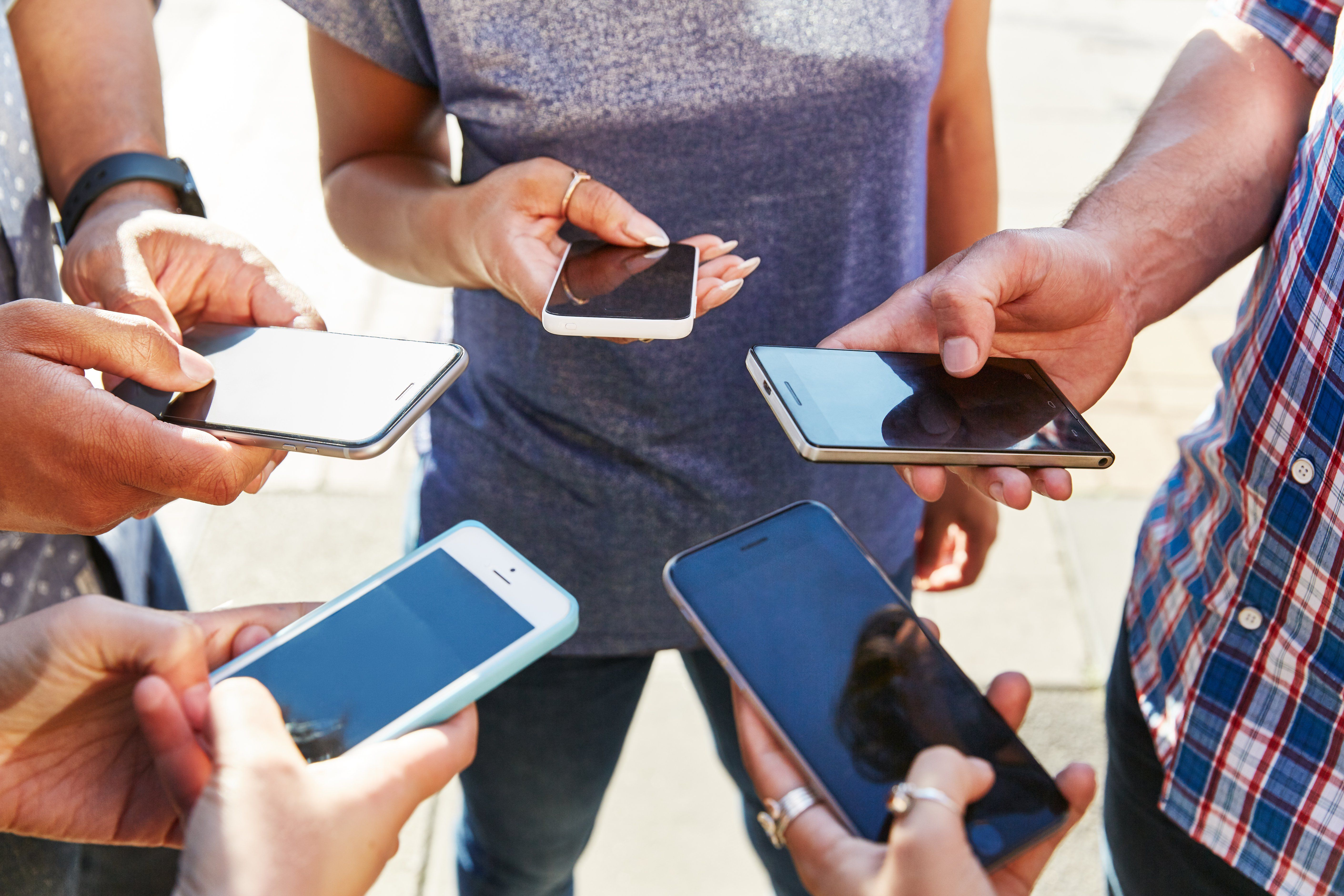how to do a group text on iphone 12