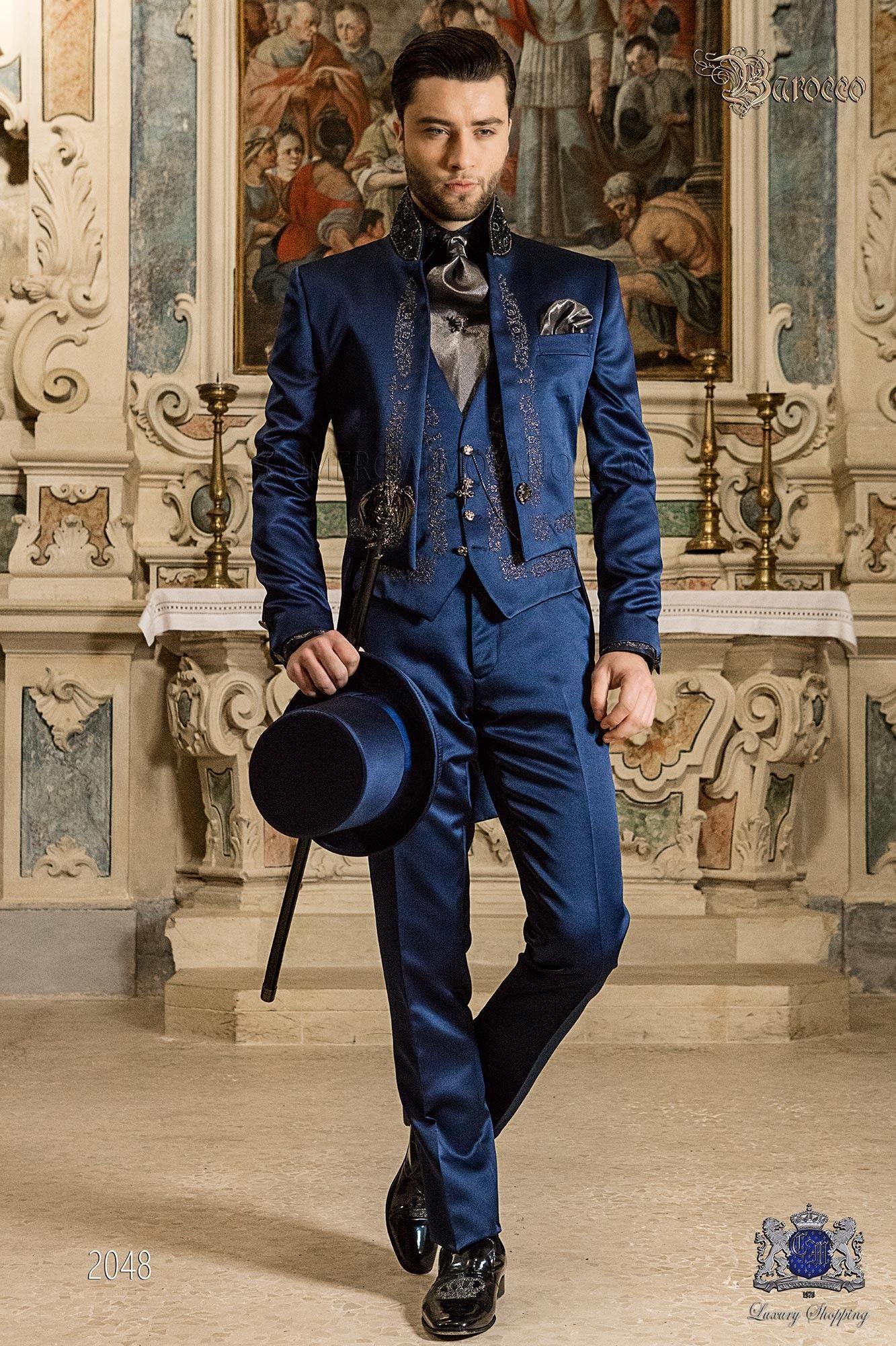 Traje de novio barroco, frac cuello mao de satén azul con