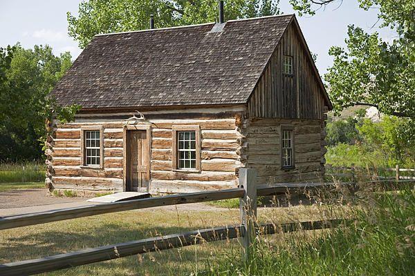 Teddy Roosevelt's Maltese Cross Log Cabin Cabin, Little