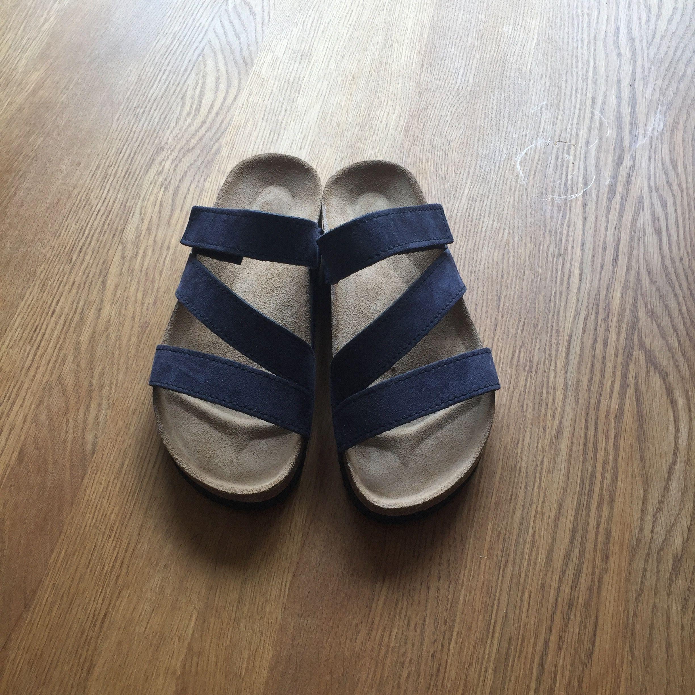 Modeinriktade och fortriktiga sandaler för både dam och herr