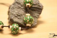 Fimokette in grün mit Holzelementen