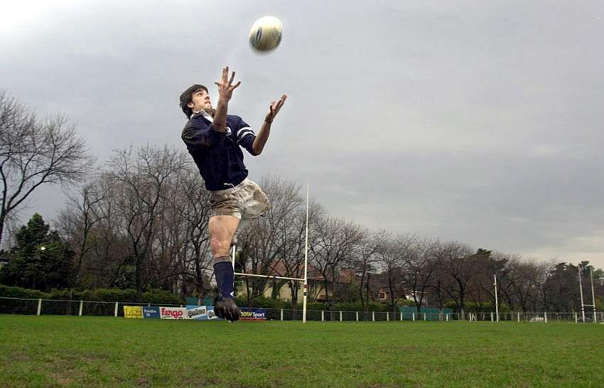 This Image Is Of Nicolas Pueta Who Is An Argentinian Rugby Player Who Was Born With A Femoral Deficiency So His Left Did Not Rugby Players Team Games Sports