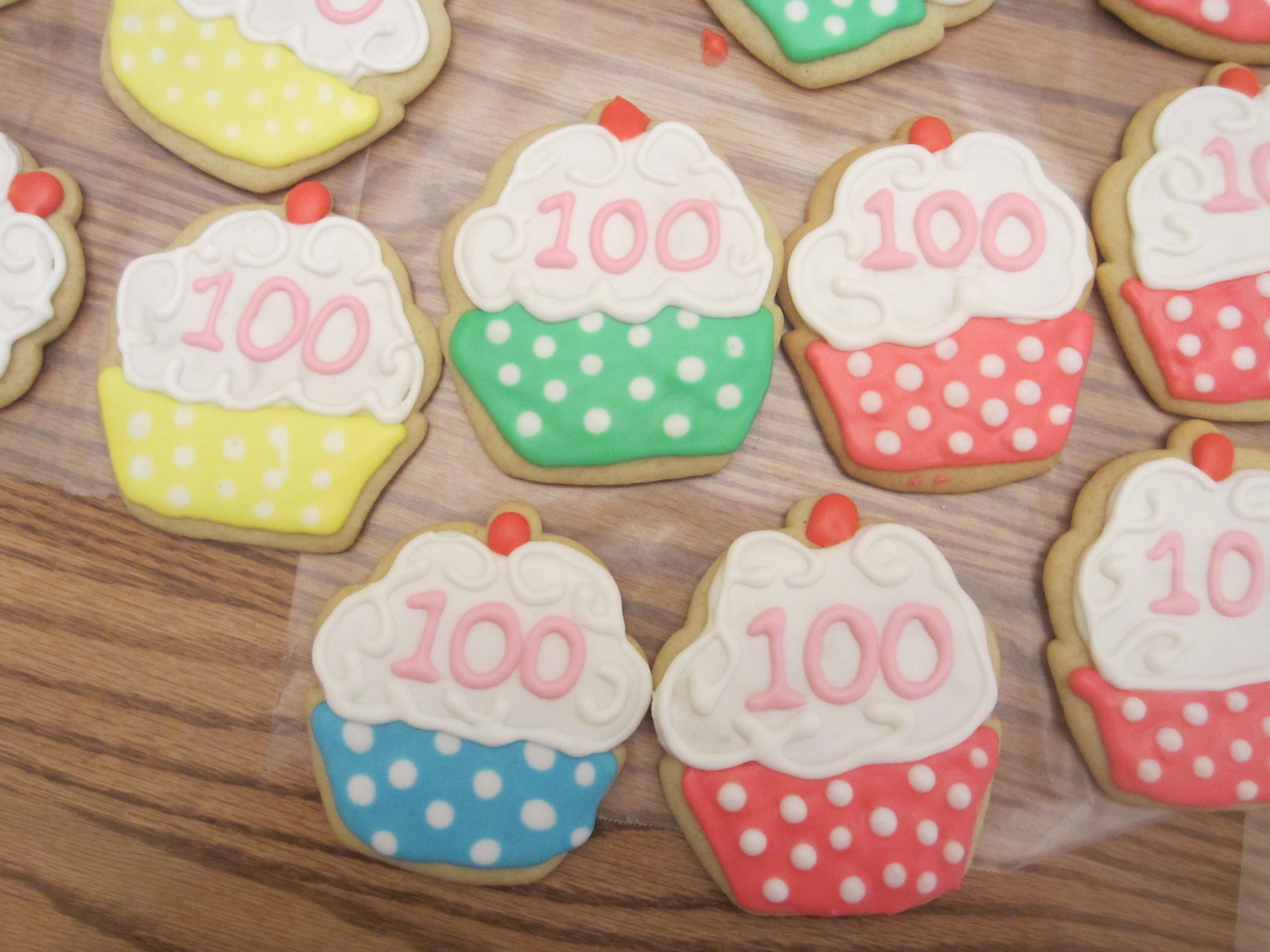 100th birthday party cookies decorated sugar cookies in 2019 rh pinterest com