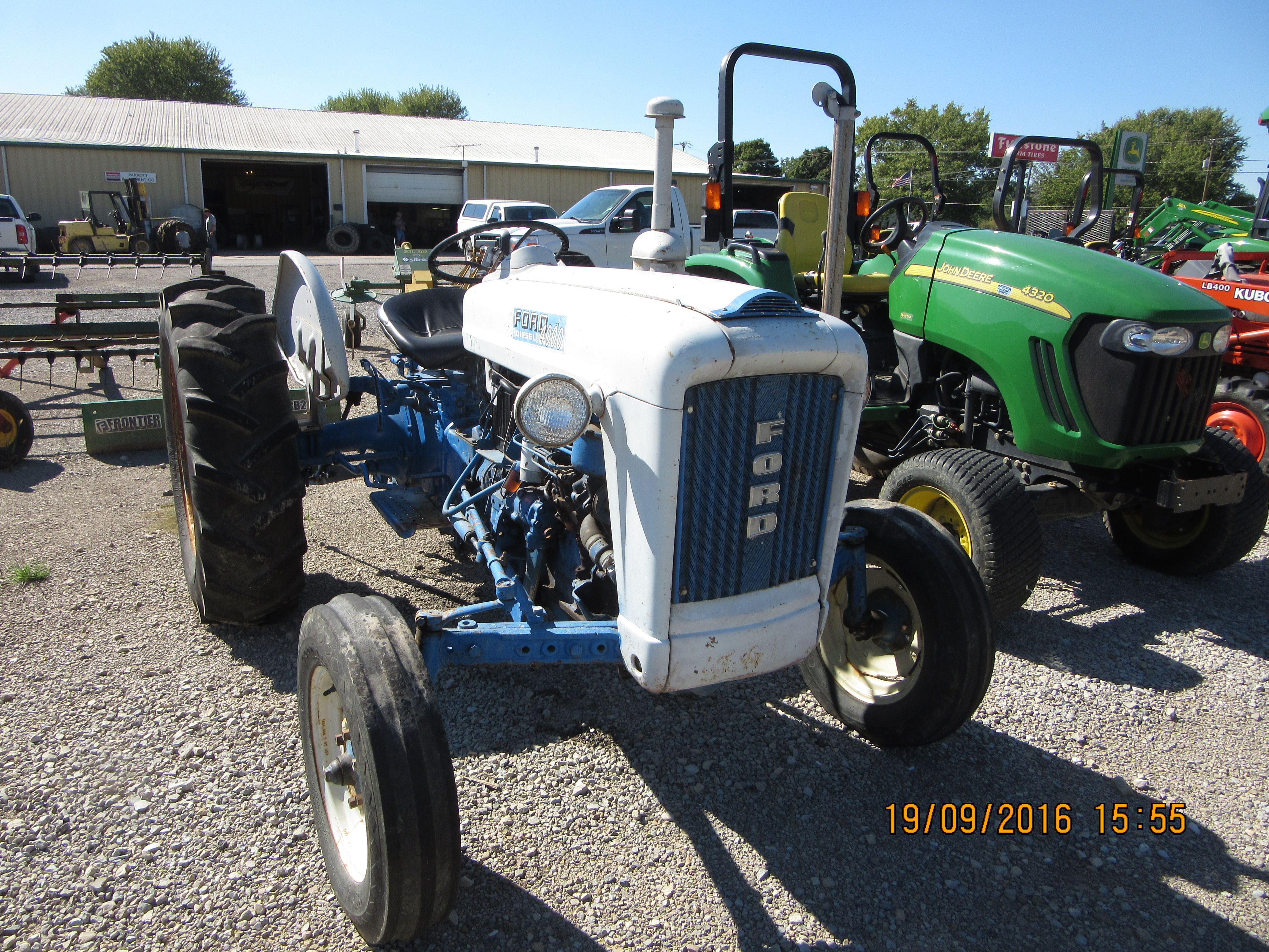 Front of 1964 Ford 4000 1964 Ford, Ford Tractors, Antique Tractors, Old  Tractors
