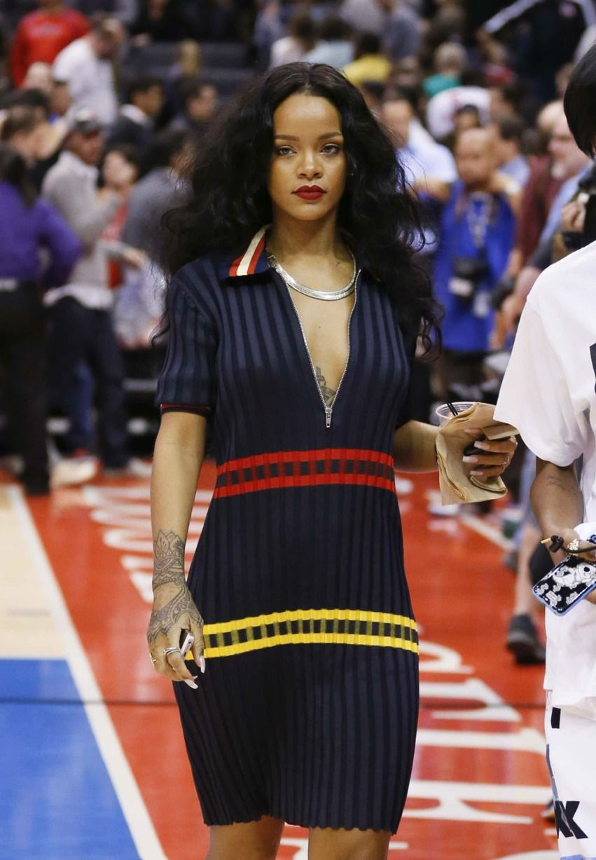 Rihanna at the Clippers game (4/9)