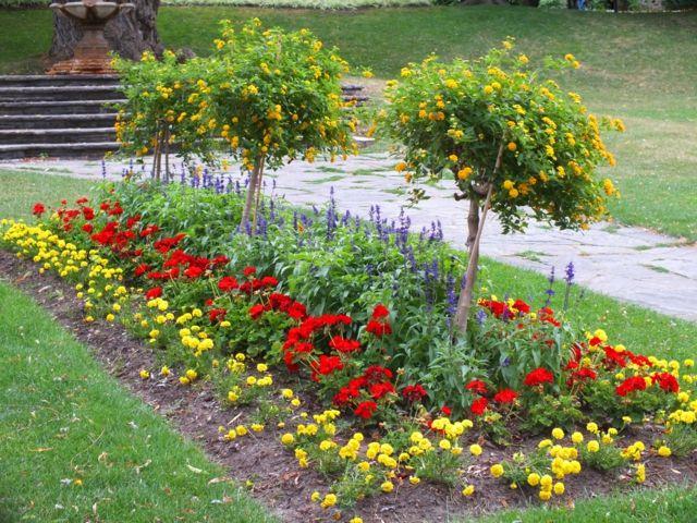 Les jardins aux plates bandes fleuries decoration de for Creer massif jardin