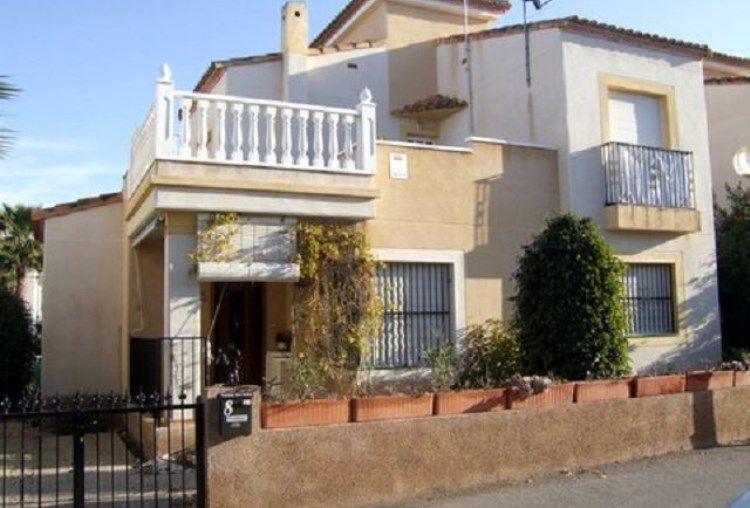 Montebello, Algorfa, Costa Blanca This detached villa is located in
