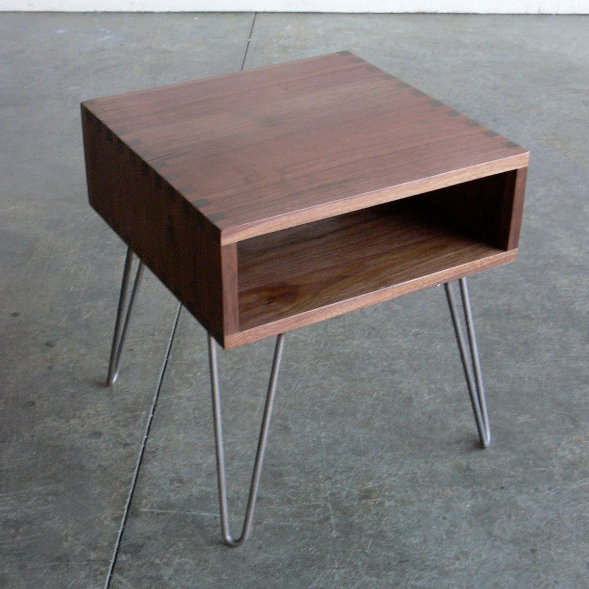 Hairpin Leg Side Table Some Great Woodworking Here But I Think It Could Be Really Simple To Build Coffee And End Tables Side Table Table