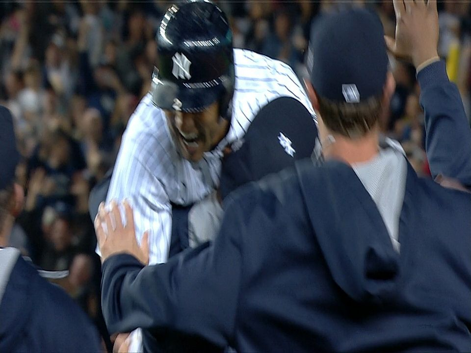 Derek Jeter hits a walkoff single to right in his final