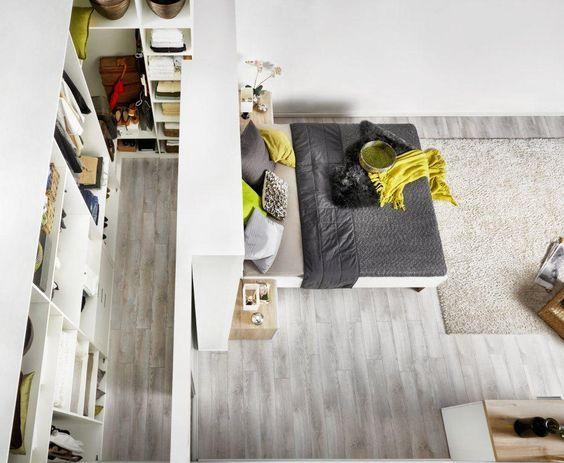 Begehbarer kleiderschrank im schlafzimmer integrieren  Begehbarer Schrank mit Trockenbauwand und ohne Tür | Schlafzimmer ...