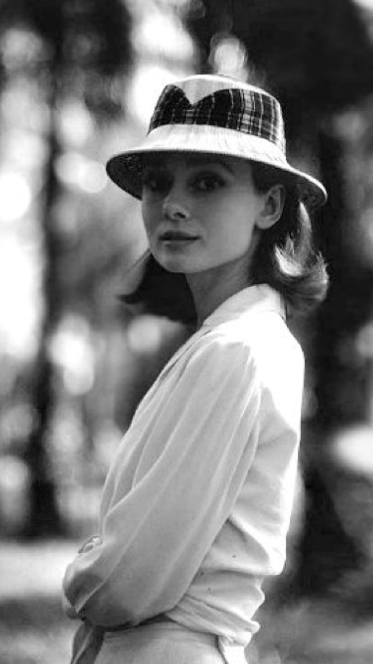 574c26c947c20 Audrey Hepburn looked great in hats