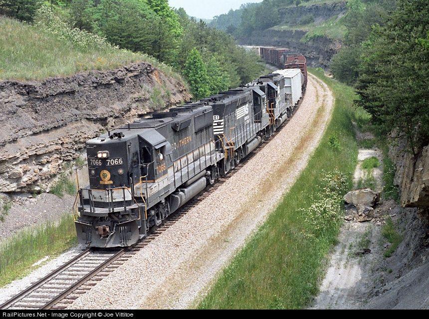 Sr 7066 Norfolk Southern Emd Gp50 At Parkers Lake Kentucky By Joe Vittitoe Norfolk Southern Southern Railways Southern Rail