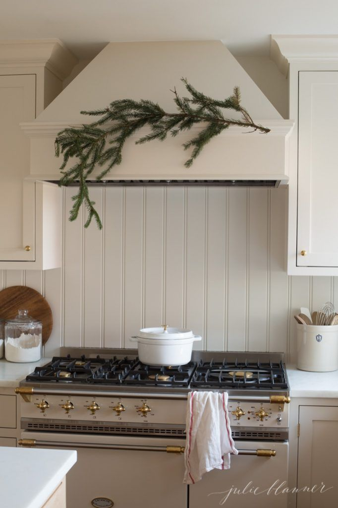 christmas kitchen decorating ideas with fresh greens and classic colors - Pinterest Christmas Kitchen Decorating Ideas