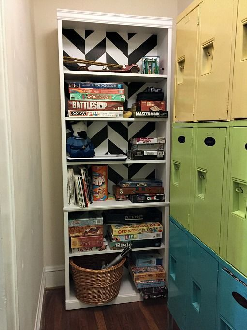 The next time you find a bookcase that's seen better days, don't pass it up! Dress it up instead! Here's how to dress up a yard sale bookcase! - http://dogsdonteatpizza.com