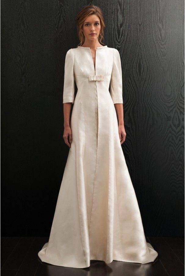 Aurelia sposa collection amanda wakeley manteau en mikado de soie avec une longue traine et - Manteau mariage hiver ...