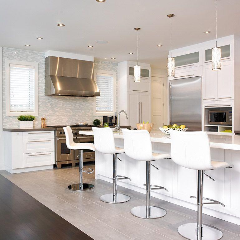 Cuisine style contemporain avec comptoir de quartz http for Habitat contemporain