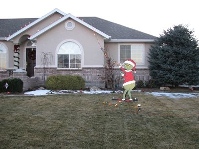 Grinch stealing christmas lights - decorating idea - Grinch Stealing Christmas Lights - Decorating Idea Winter And