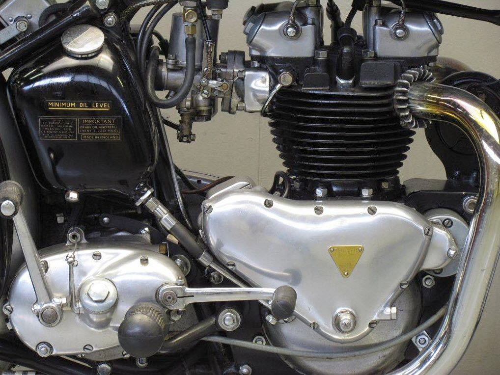 Triumph Thunderbird Engine 650 Cc 34 H P Single Carb Nice Looking Engine And With Just One Car Triumph Thunderbird Classic Motorcycles Triumph Motor