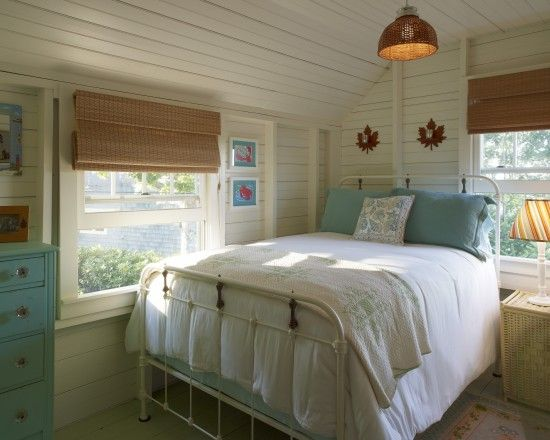 Traditional Bedroom Design - Small Room, Corner placing of bed
