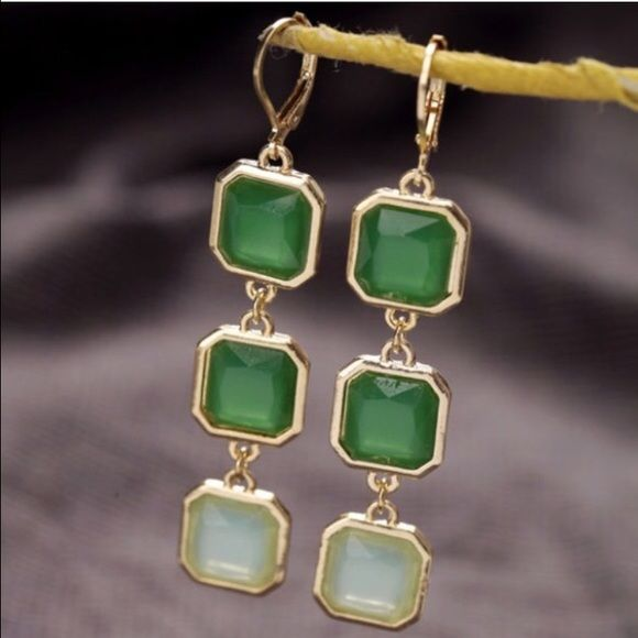 One Hour Sale ❗️Green Square Earrings New square shape pendant earrings in beautiful shades of green. Light weight. 2.5 inches long. . Please DO NOT BUY this listing . Ask for a separate one.    ✅ Price firm unless bundled  No Paypal  No Trades Jewelry Earrings