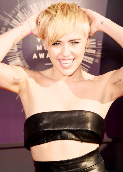 Miley Cyrus naked pics surface online as celebrity hacking