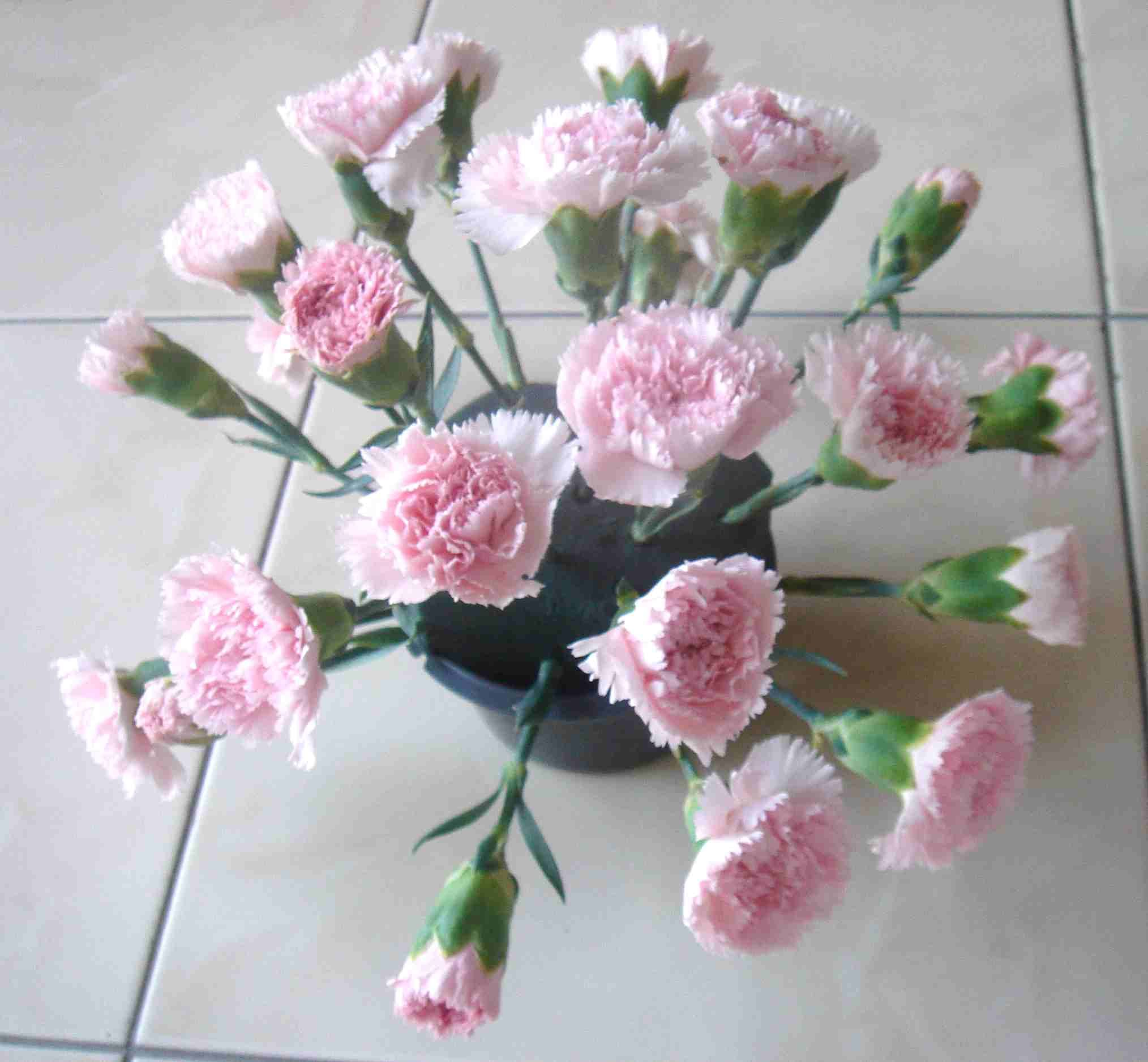 How To Make A Flower Arrangement find out how to make a simple dome arrangement with these easy