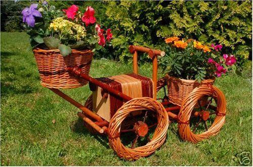 Bagger, Traktor aus Korbgeflecht, Rattan, Weidenkörbe, bepflanzen - pflanzgefase im garten ideen gestaltung