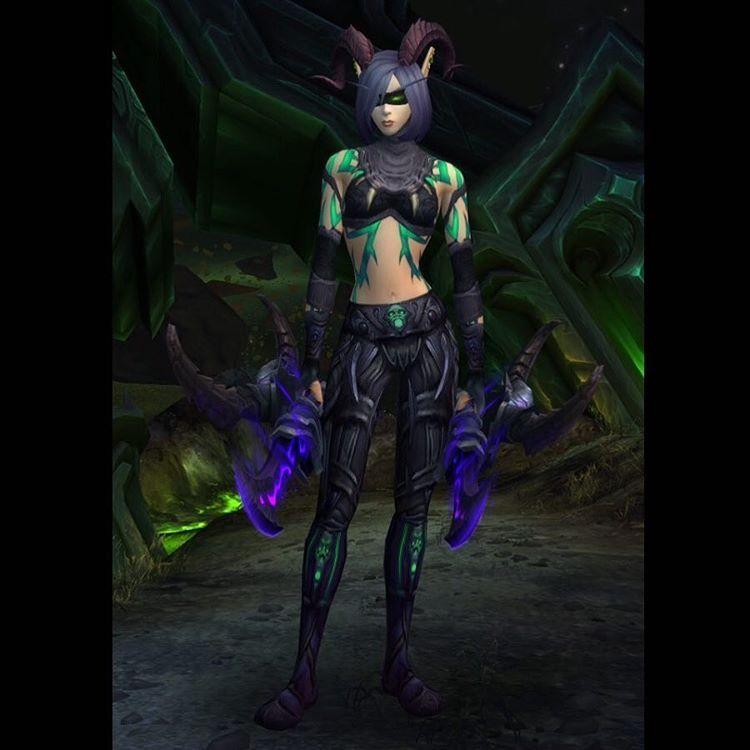 New Mog For My New Artifact Skin Wow Wowshot Wowscreenshot Screenshot Screenprinting Wo World Of Warcraft Game World Of Warcraft Demon Hunter Transmog
