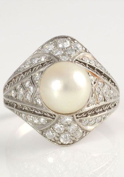 Platinum ring with a 7.55mm pearl surrounded by 46 diamonds at 1.0 carat total weight SI1-2 clarity H color, circa 1920. Size 5.