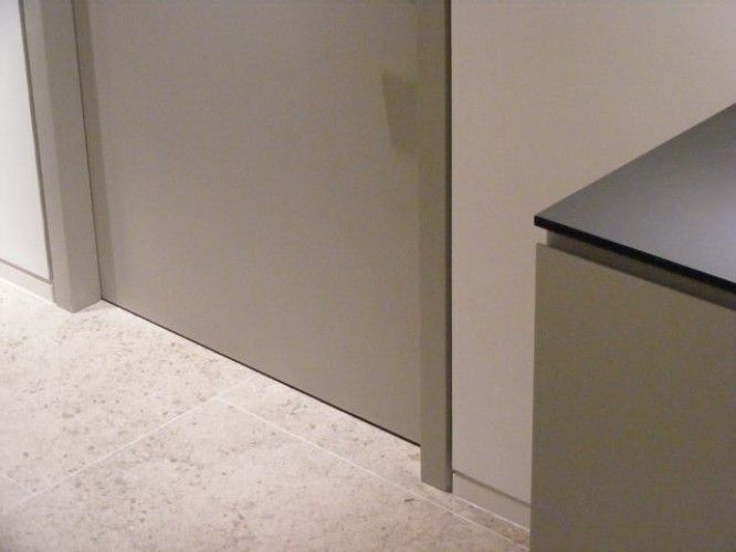 Shadow Gap Door Frame Google Search Modern Baseboards Architrave Partition Door