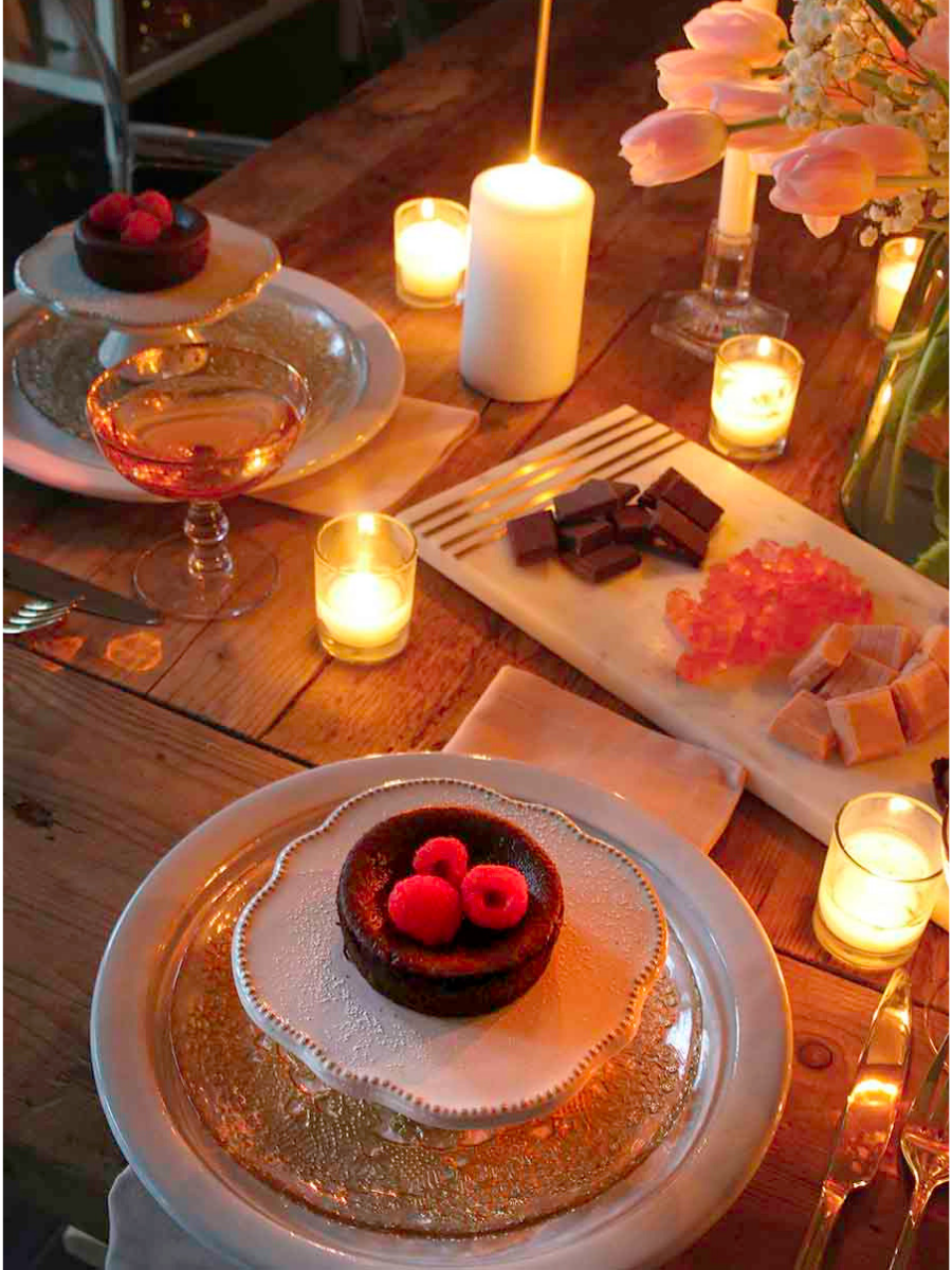 Valentine S Day Table Candlelit Dinner For Two Modern Glam Candlelit Dinner Romantic Dinners Dinner For Two