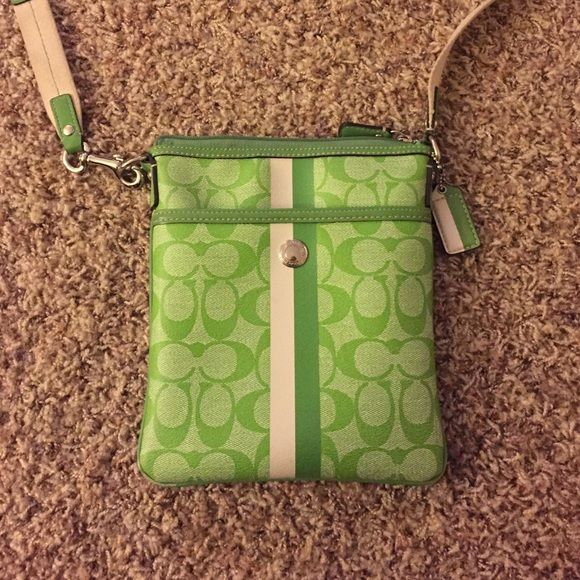 0a3fecb503 where to buy small green coach purse 66219 c1e7c