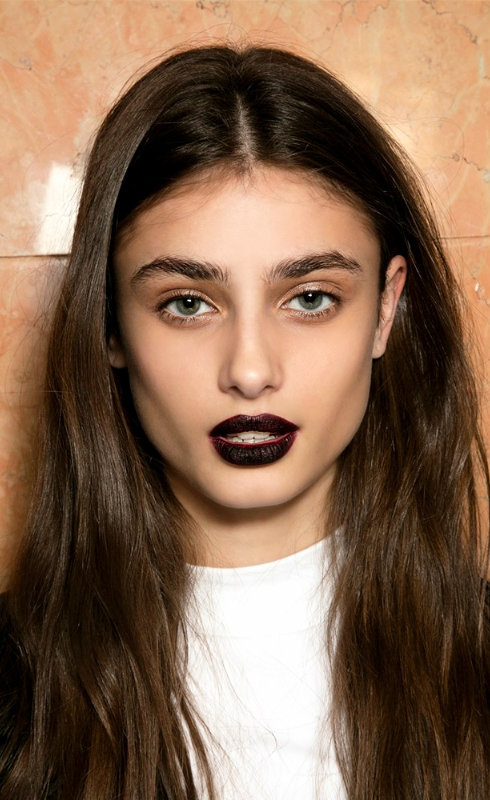 101 Party Makeup Ideas 2016   vampy dark lipstick + bold boy brows   Holiday makeup