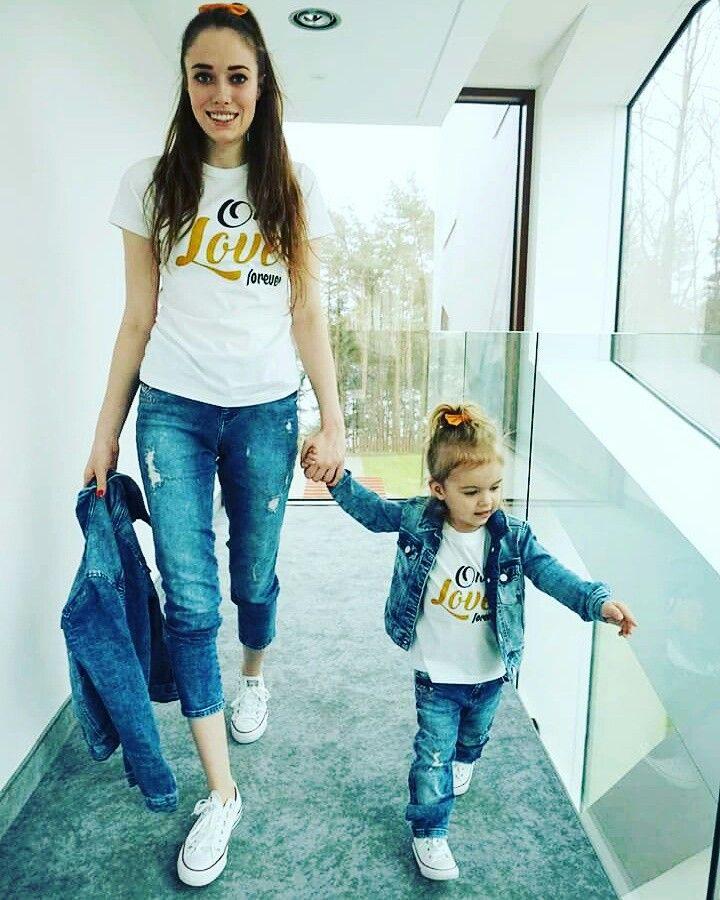 Bluzki Mama Corka Takie Same Koszulki Dla Mamy I Corki Z Napisem One Love Forever Www Jakamama Pl T Shirts For Women Women S Top Women