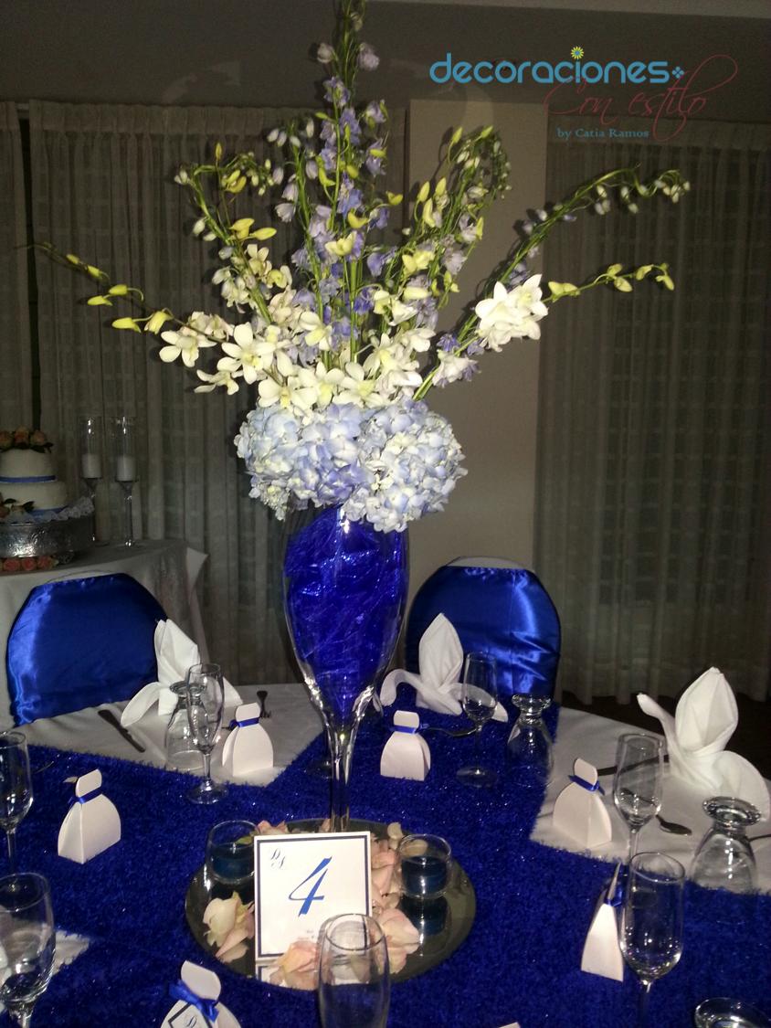Centro de mesa en color azul blue wedding centerpiece - Decoraciones en color plata ...