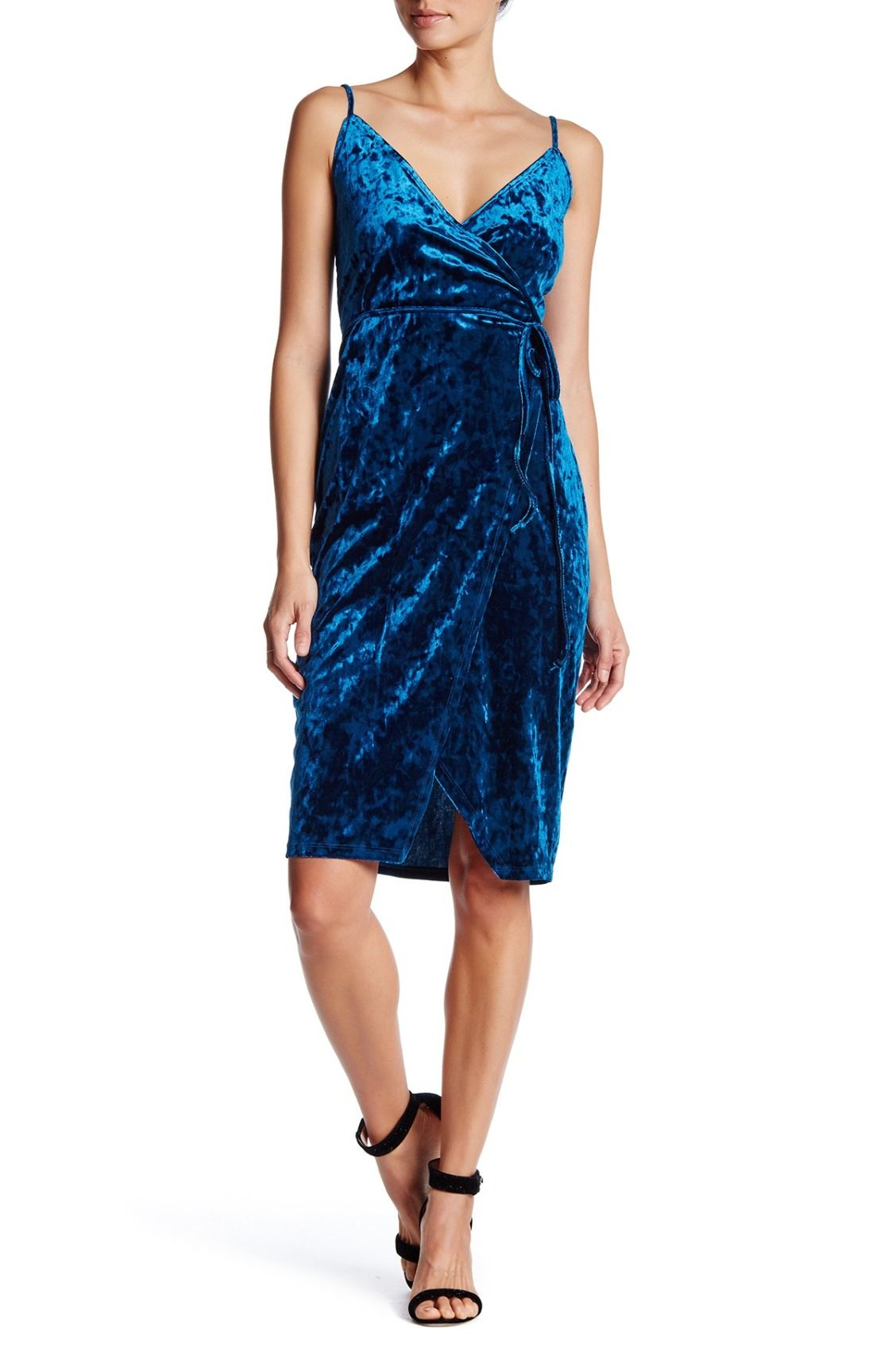 Crushing on this velvet blue dress perfect for new yearus eve