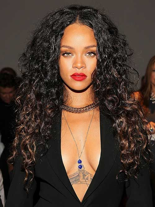 rihannas lange frisuren die jede frau sehen sollte. Black Bedroom Furniture Sets. Home Design Ideas