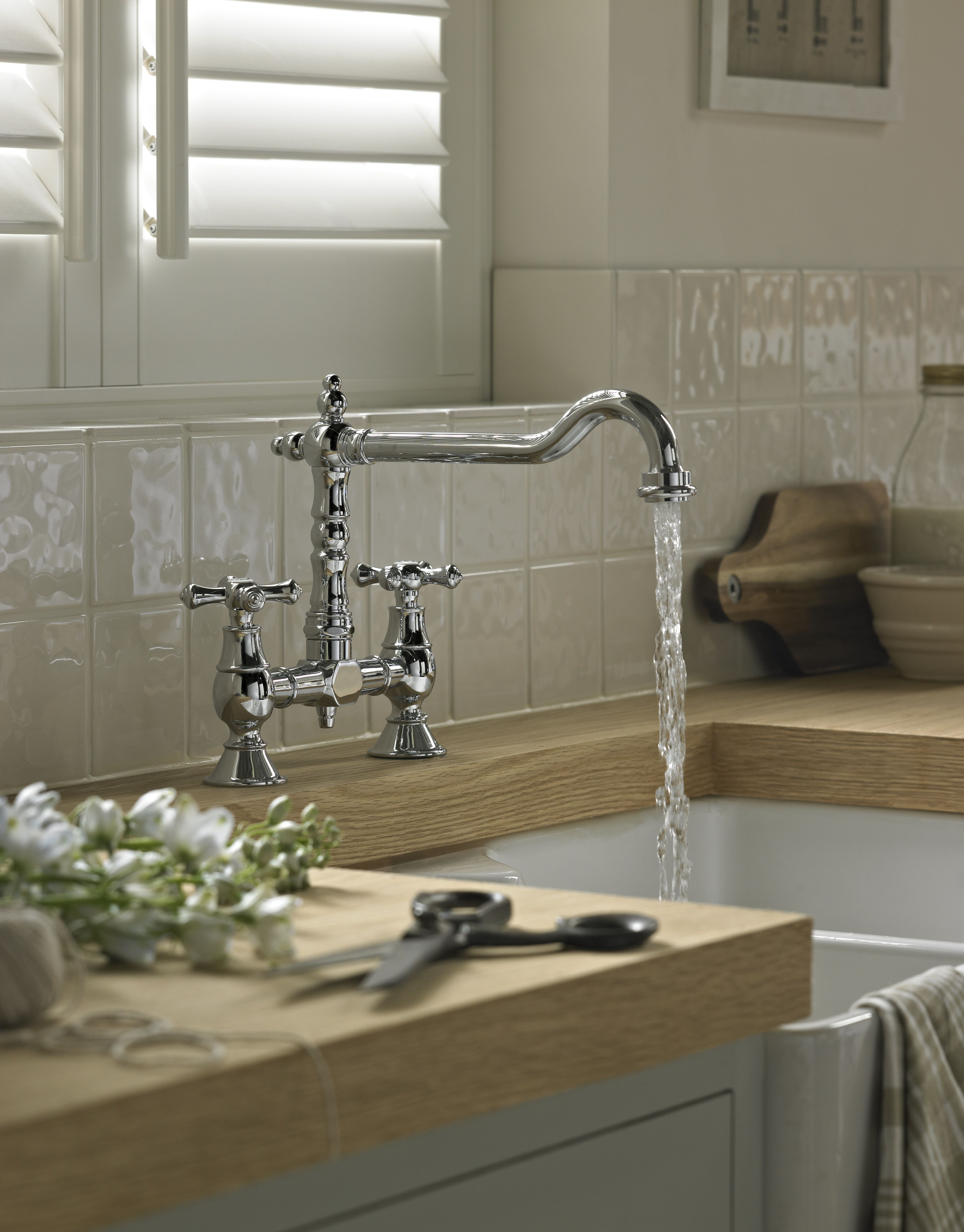 The Bristan Colonial Kitchen Mixer Tap Is One Of The Most Popular Traditional Style Taps Available Http Www Tradingdepot Co Uk Def Product K 20brsnk 20c