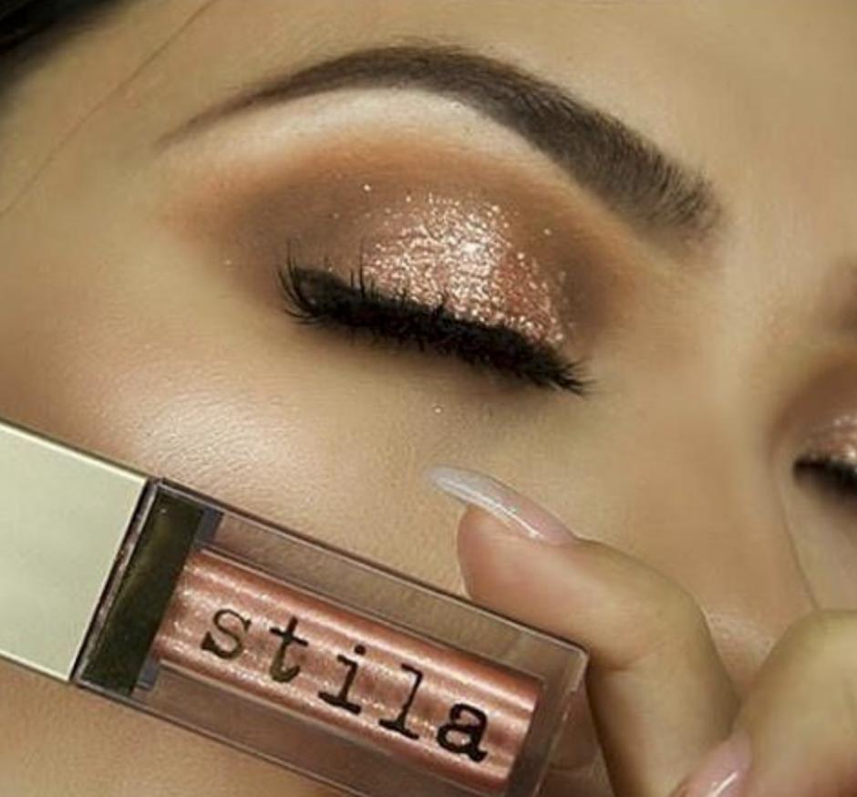 A Long Wearing Eyeshadow Enhanced With Shimmer Stila Cosmetics Glitter Glow Liquid Eye Shadow Eyeshad Stila Glitter Eyeshadow Retro Makeup Glitter Eyeshadow