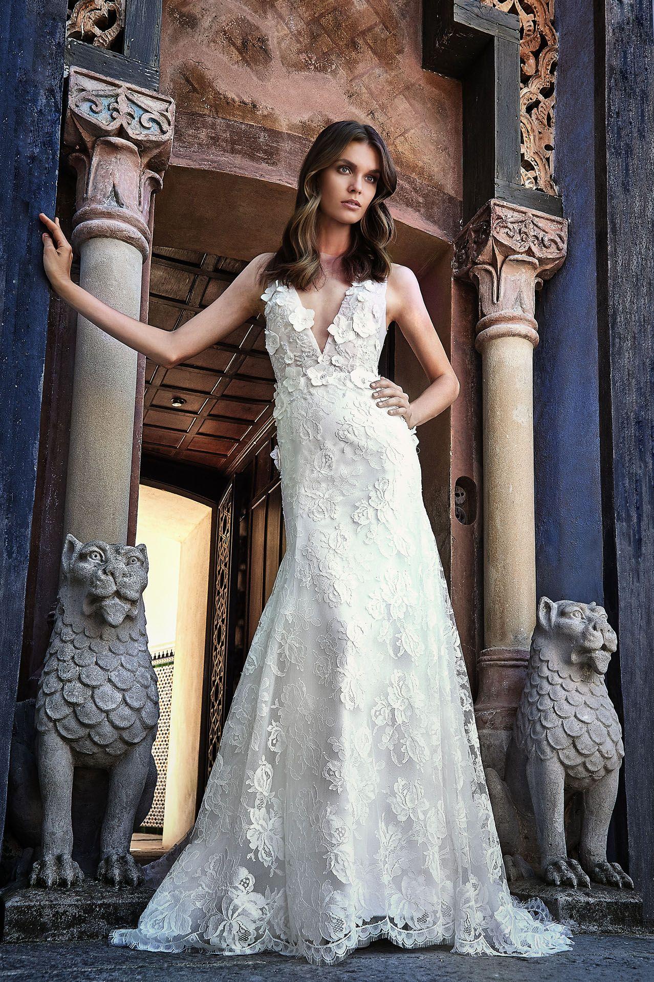 8bb4b75a3937 MODELLO LV 0118 Preziosissimo abito da sposa haute couture con bustino in  pizzo originale francese ricamato