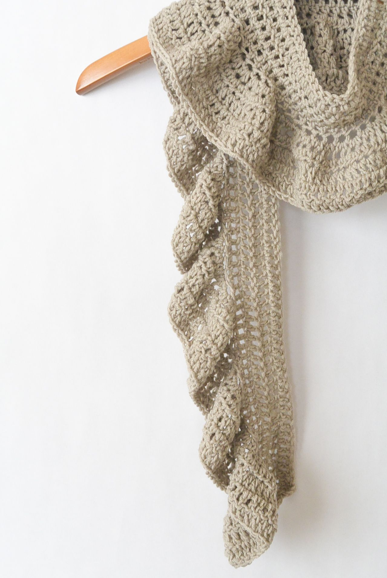 Merino Crocheted Ruffle Scarf Pattern in 2018 | Crochet scarfs ...